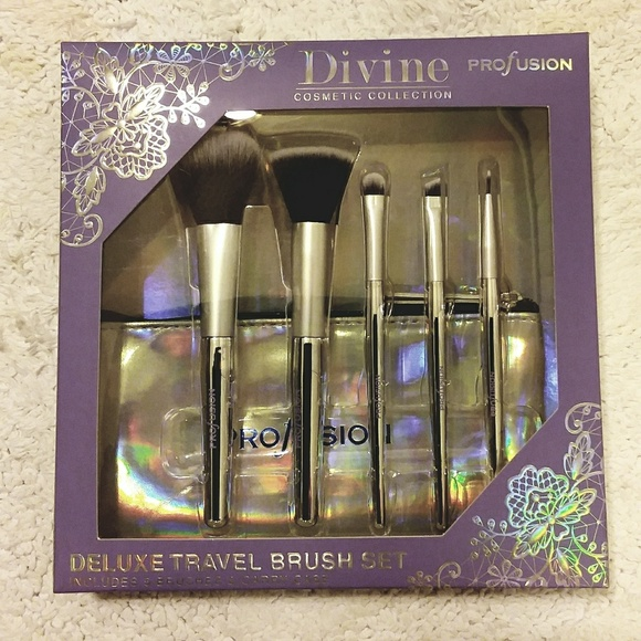 Profusion Cosmetics Other - 🌿5 Makeup Brushes w/bag